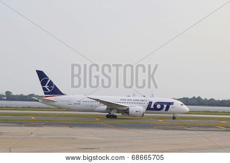 LOT Polish Airlines Boeing 787 taxing in JFK Airport in NY