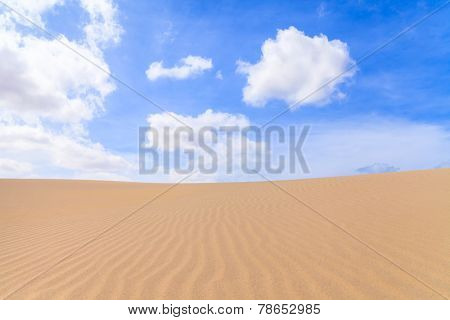 Sand Dunes In Boavista Desert With Blue Sky And Clouds, Cape Verde - Cabo Verde