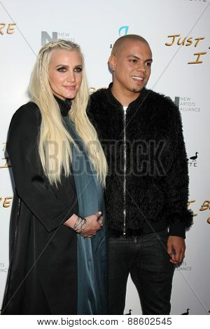 LOS ANGELES - FEB 20:  Ashlee Simpson, Evan Ross at the