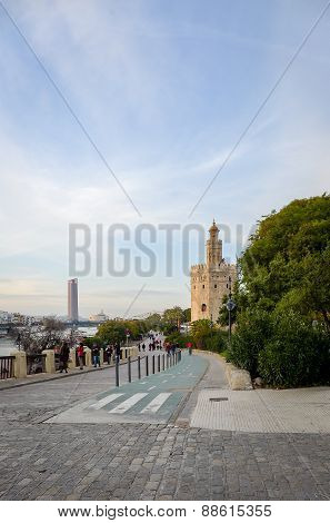Tower of gold in Seville - promanade