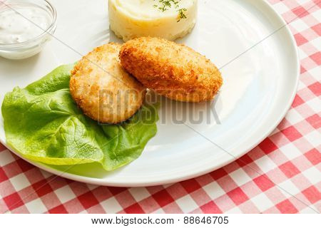 chicken cutlet with mashed potatoes