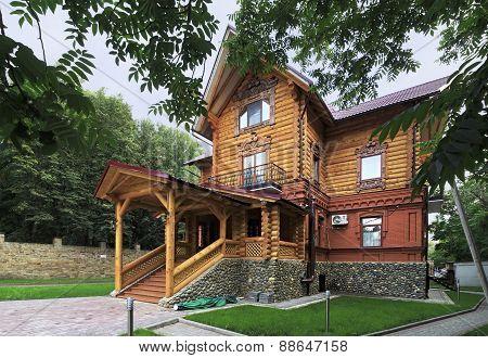 Wooden cottage in the resort Belokuriha.