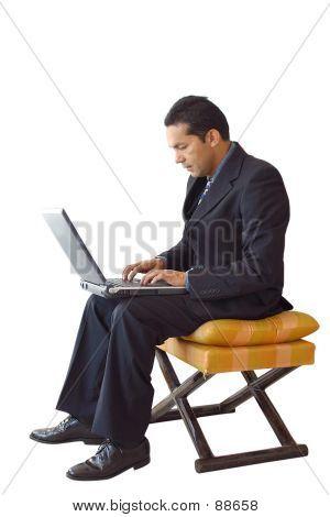 Laptop für Unternehmen-Mann auf einem Stuhl - Je