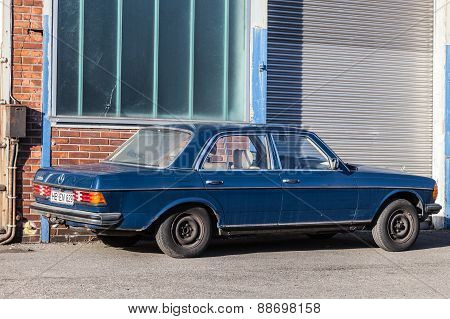 Old Mercedes Benz W123