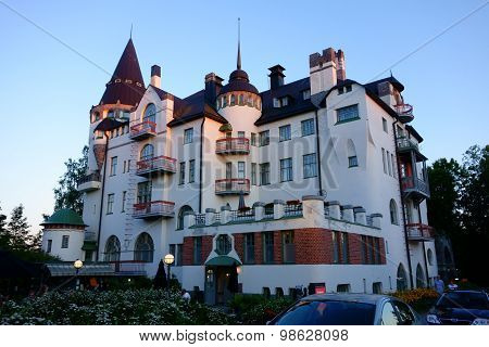 Imatra Valtionhotelli is a jugend castle converted into a hotel