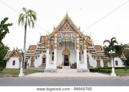 Wat Pra Sri Mahathat temple