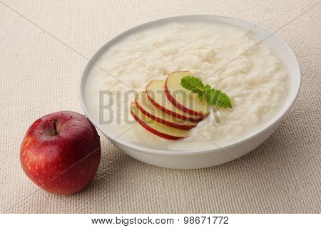 Organic rice pudding with milk and apples.