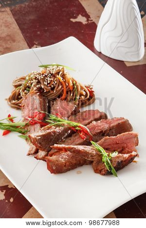 steak with noodle
