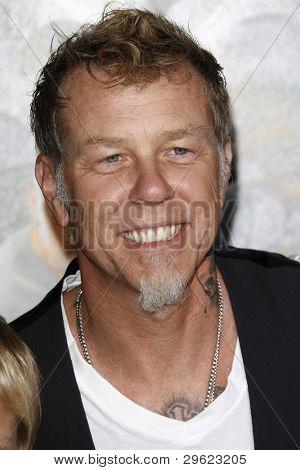 LOS ANGELES, CA - 2 de FEB: James Hetfield de Metallica en el ' Journey 2: The Mysterious Island' Premi