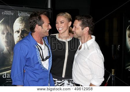 LOS ANGELES - AUG 14:  Luke Perry, Naomi Lowde-Priestley, Jason Priestley at the
