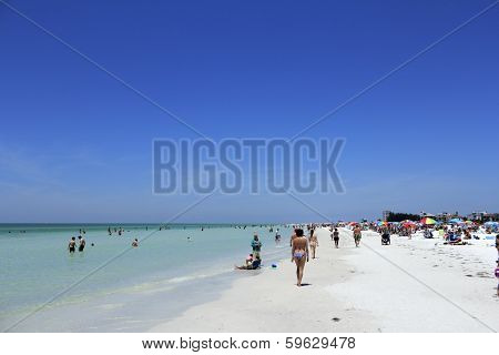 Many People At Siesta Beach