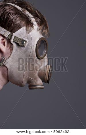 Limpie la bolsa para máscara con la cara.