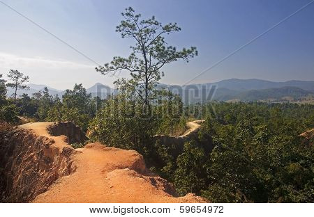 The Narrow Path On A Steep Slope In Pai Canyon