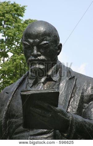 Monument Lenin