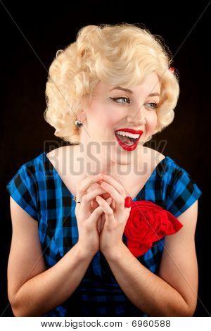 Mujer rubia bastante Retro