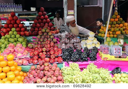 KOLKATA, INDIA - FEBRUARY 15: Street trader sell fruits outdoor on February 15, 2014 in Kolkata India. Only 0.81% of the Kolkata's workforce employed in the primary sector (agriculture)