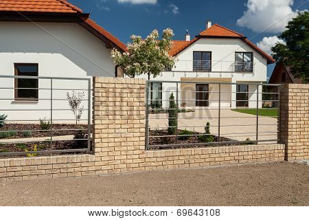 Beautiful House With Modern Fence