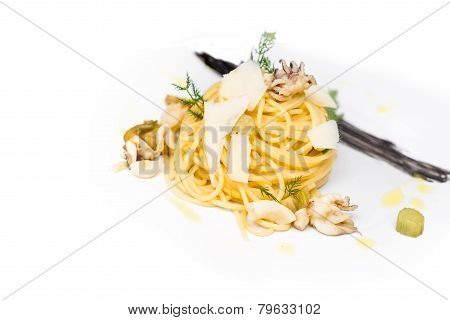 Spaghetti with octopus and cheese