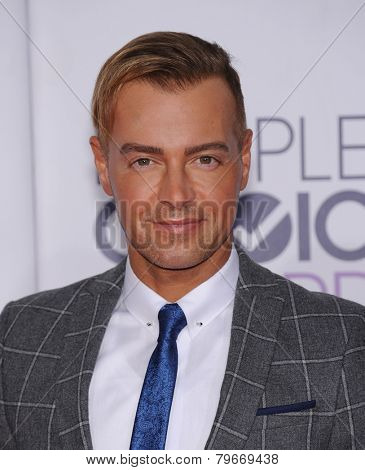 LOS ANGELES - JAN 07:  Joey Lawrence arrives to the People's Choice Awards 2014  on January 7, 2015 in Los Angeles, CA