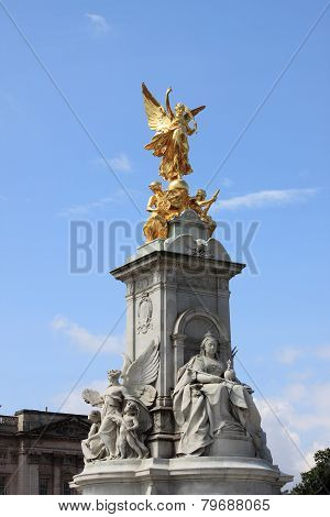 Victoria monument in London