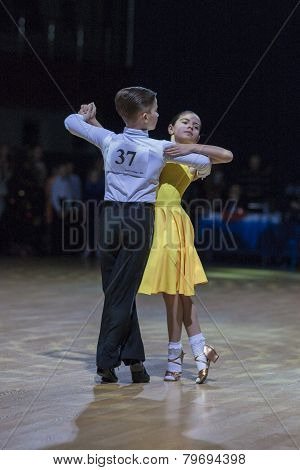 Novikov Yaroslav and Murza Alina perform Juvenile-1 Standard European program