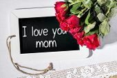 pic of i love you mom  - Image of a slate blackboard with message I love you mom and red roses - JPG