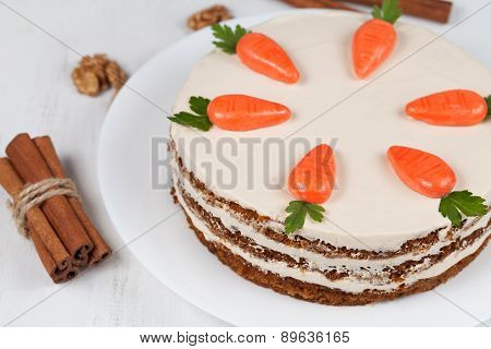 Easter sponge cake with carrots and icing
