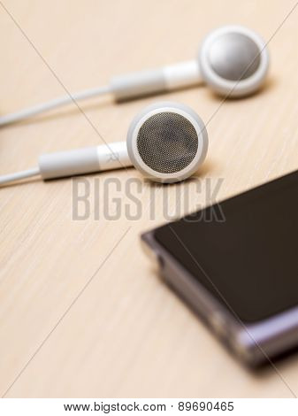 Earphones and mp3 player