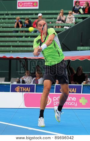 Alexandr Dolgopolov focuses on the ball at a High Backhand