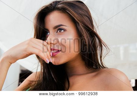 CLoseup portrait of a cute woman looking away
