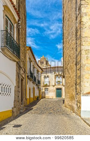 Europe, Portugal, Alentejo-street view of Evora medieval city with traditional 16th century windows