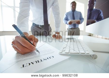 Businessmen meeting to sign contract