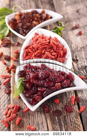 dried berry fruit
