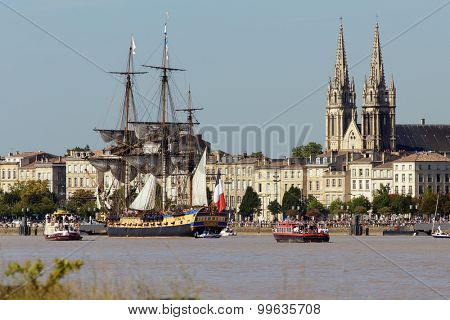 BORDEAUX, FRANCE, AUGUST 20, 2015 : The frigate L 'Hermione is entering the port of Bordeaux in France, this is a copy of the historical ship used by Lafayette when he sailed to America in 1780.