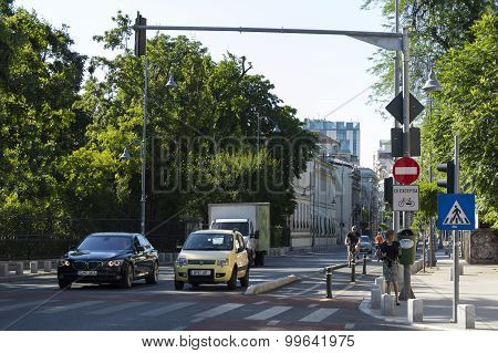 People and cars at a traffic light on Victory Avenue