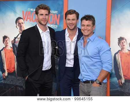 LOS ANGELES - JUL 27:  Liam Hemsworth, Chris Hemsworth & Luke Hemsworth arrives to the