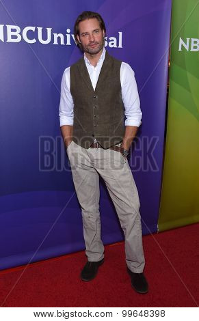 LOS ANGELES - AUG 12:  Josh Holloway arrives to the arrives to the Summer 2015 TCA's - NBCUniversal  on August 12, 2015 in Beverly Hills, CA