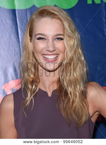LOS ANGELES - AUG 10:  Yael Grobglas arrives to the Summer 2015 TCA's - CBS, The CW & Showtime  on August 10, 2015 in West Hollywood, CA