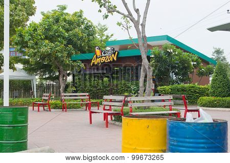 Nakhonratchasima, Sung Noen Thailand - July 19, 2015 : Amazon Cafe Area Park At Gas Station.