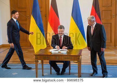 Petro Poroshenko And Joachim Gauck