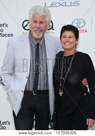 LOS ANGELES - OCT 24:  Barry Bostwick arrives to the 25th Annual Environmental Media Awards on October 24, 2015 in Hollywood, CA.