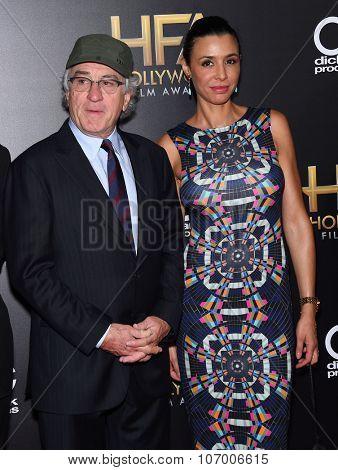 LOS ANGELES - NOV 1:  Robert De Niro & Drena De Niro arrives to the Hollywood Film Awards 2015 on November 1, 2015 in Hollywood, CA.