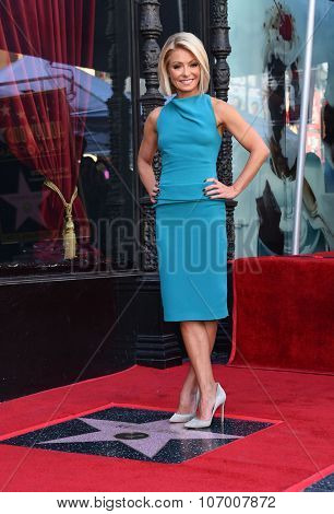 LOS ANGELES - OCT 12:  Kelly Ripa arrives to the Walk of Fame honors Kelly Ripa on October 12, 2015 in Hollywood, CA.