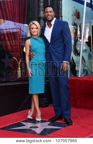 LOS ANGELES - OCT 12:  Kelly Ripa & Michael Strahan arrives to the Walk of Fame honors Kelly Ripa on October 12, 2015 in Hollywood, CA.
