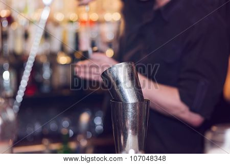 Barman stir alcohol