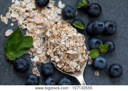 Oatmeal with fresh blueberries