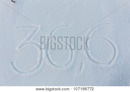 The word 36,6 draw on snow