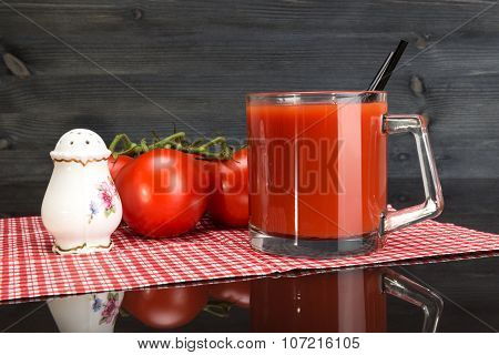 Cup Tomato Juice, Salt And Tomatoes