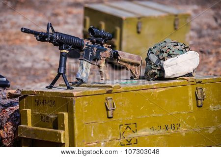 American Automatic Assault  Rifle With A Sight