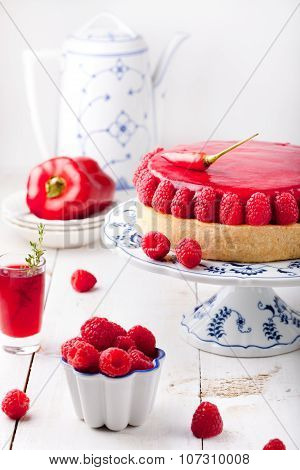 Raspberry and roast bell pepper mousse cake, cheesecake chili